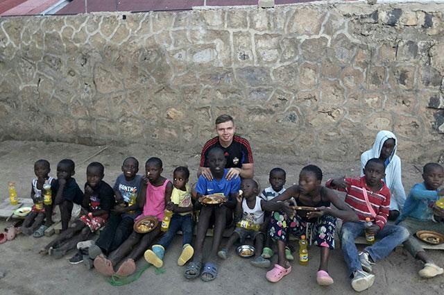 В Кении тысячи голодных сирот.