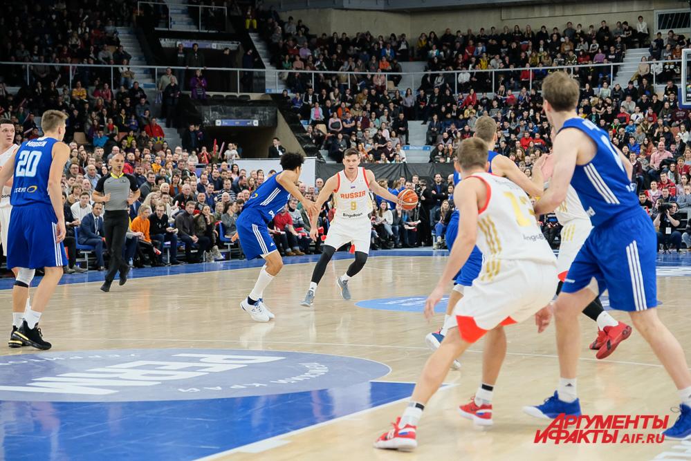 Иван Ухов выступал под номером 9.