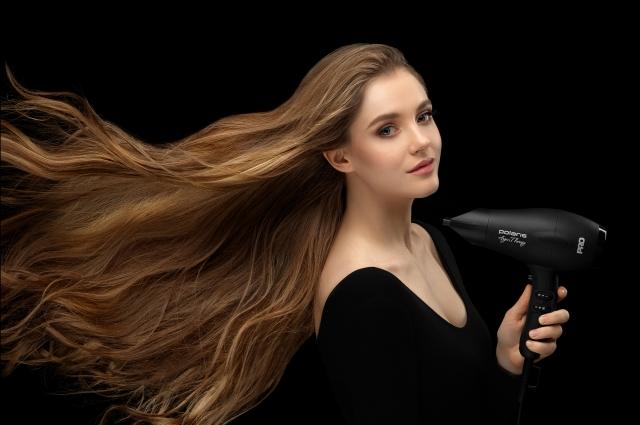 Мощный профессиональный фен не только сушит локоны быстрее, но и делает это бережно, не пересушивая волосы и кожу головы.