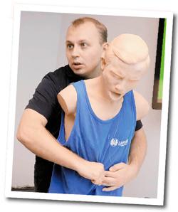 Как оказать первую помощь, если человек подавился или упал в обморок? | Лекарственный справочник | Здоровье | Аргументы и Факты