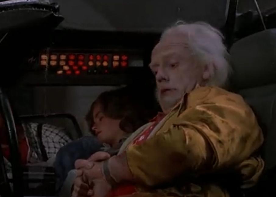 Док использует умные часы