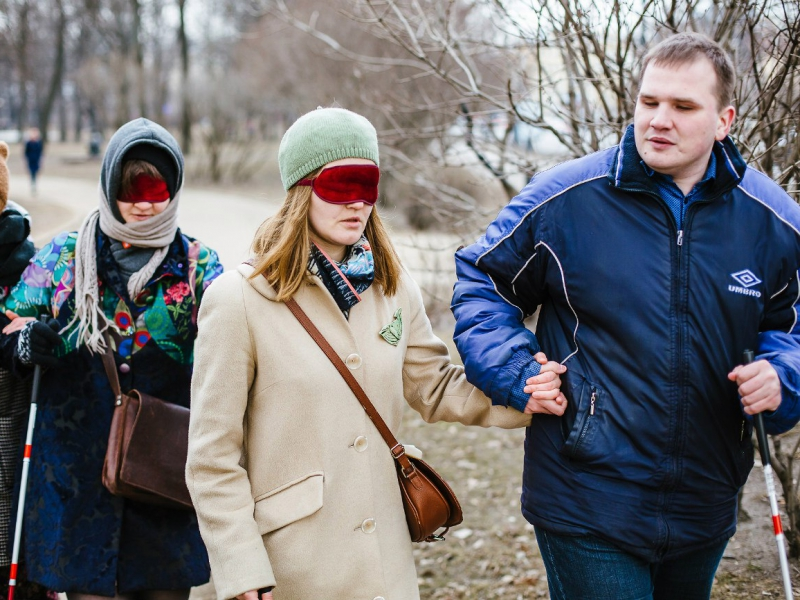 Алексей предлагает на несколько часов узнать мир таким, каким знает его он сам.