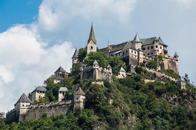 Замок-крепость Хохостервиц.