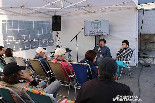 Все три дня на фестивале работали лектории с известными писателями.