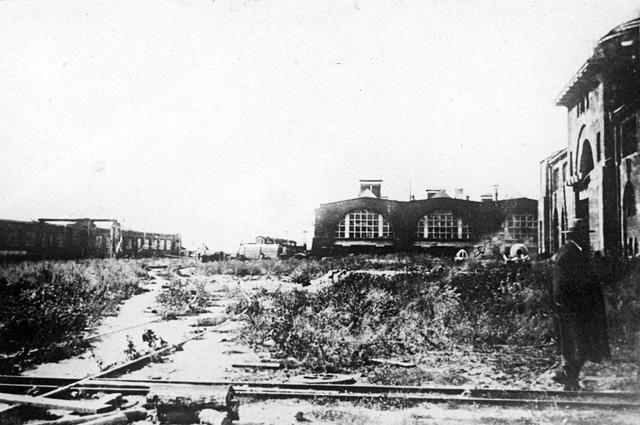 Автомобильные мастерские братьев Рябушинских АМО в Тюфелевой роще. В 1916 году здесь началось строительство автомобильного завода ЗИЛ, вековые ели и сосны вырубались на топливо, а также для столбов уличного освещения, и уже к 30-м годам лес практически по