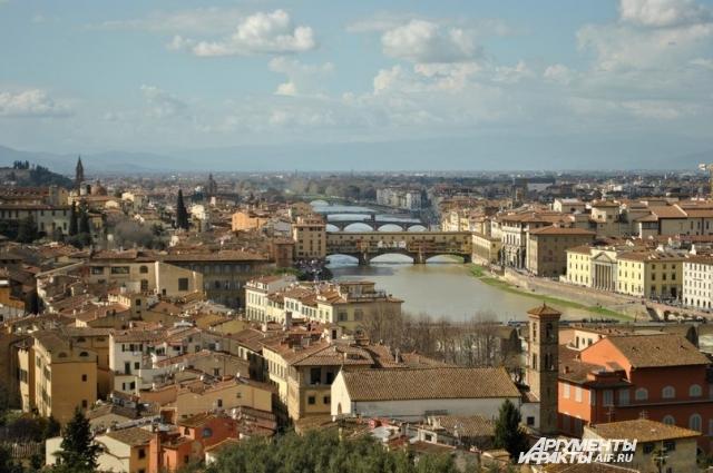 Практически все мосты Флоренции видны на одной фотографии.
