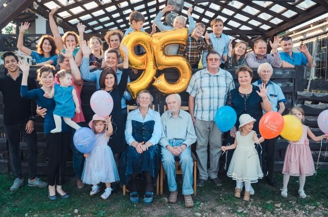 На 95-летии Сергея Васильевича собралась вся семья.