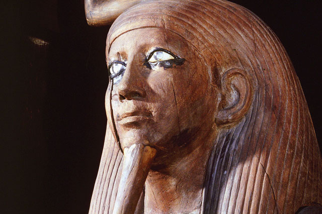 Деревянная статуя фараона Хора.