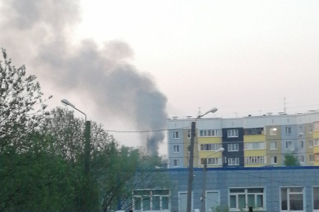 Пожар начался около 21.00 в Костарёво, столб дыма был виден в микрорайоне Садовый.