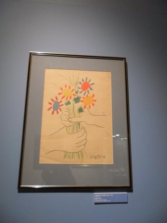 Натюрморт «Цветы и фрукты», вторая половина XIX века, точное авторство не установлено: в сирень хочется окунуться - вдохнуть аромат.