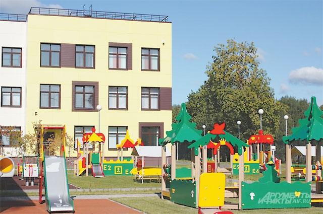 Сад на Школьной улице (пос. Кокошкино) работает и летом.