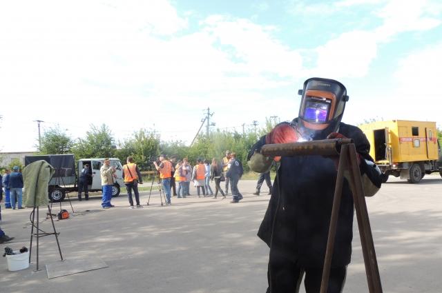 На этапе соревнования по газосварке проверялась скорость и качество работы.