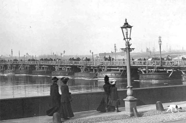Один из самых красивых петербургских мостов долгие года считался самым длинным в городе.