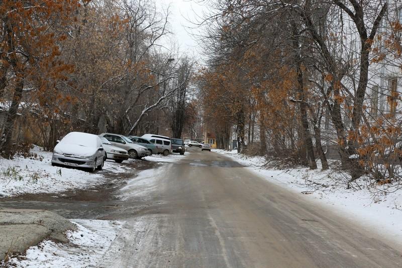 На этой улочке будут парковаться машины жильцов новых высоток