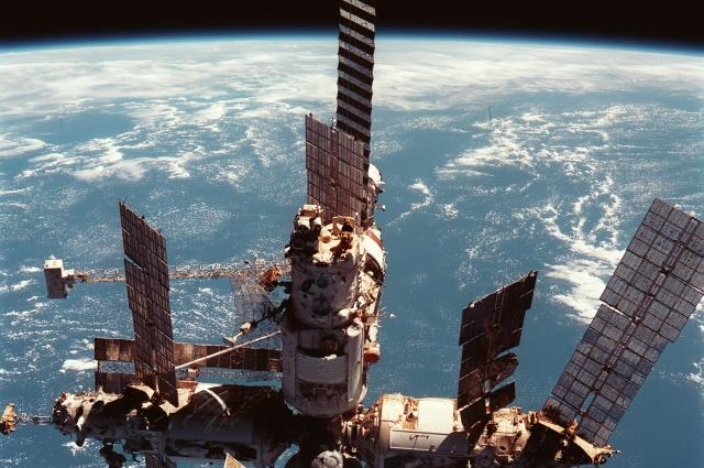 В создании первой в мире орбитальной станции «Мир» принимала участие бригада специалистов ПО «Стрела».
