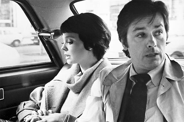 После съёмок в Тегеране-43 в 1981 году Ален Делон (инспектор Фош), Белохвостикова (Мари) и Наумов (один из режиссёров) подружились на всю жизнь