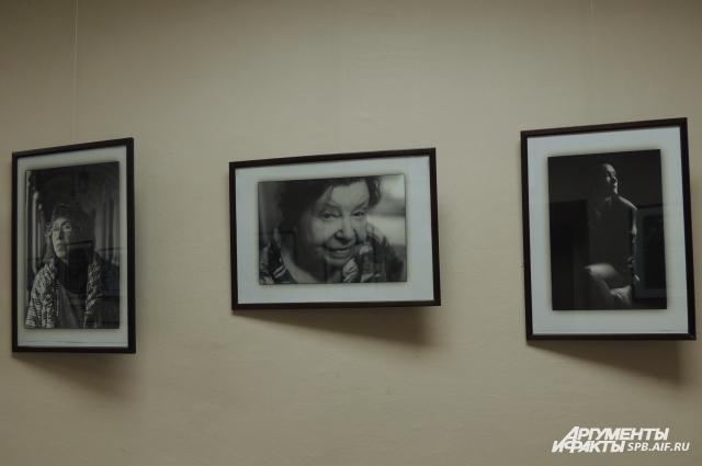 В центре - фото самой старшей модели. Ей - 86 лет.