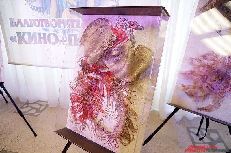 Картина из натуральных волос пермского стилиста.