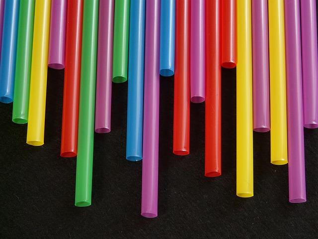 Сегодня компании производят соломинки всевозможных цветов и диаметров.