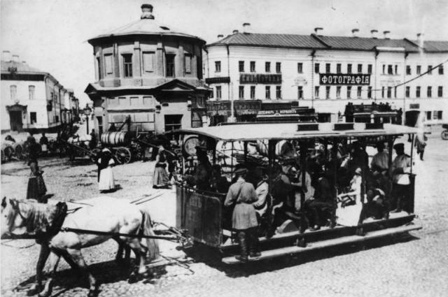 Предшественником трамвая была конка.