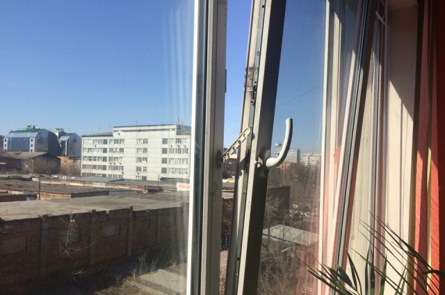Оптимальный способ противостоять образованию конденсата на пластиковых окнах - добиться равномерного распределения влажности и температуры воздуха в помещении
