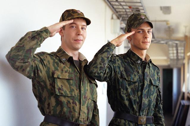 Иван Моховиков и Александр Лымарев в сериале «Солдаты».