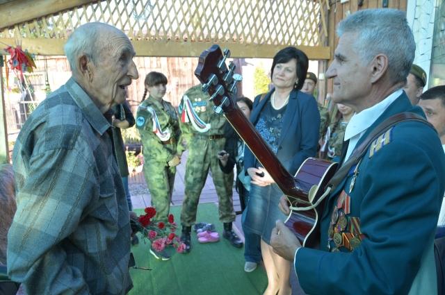 Истории ветерана трогают задушу.