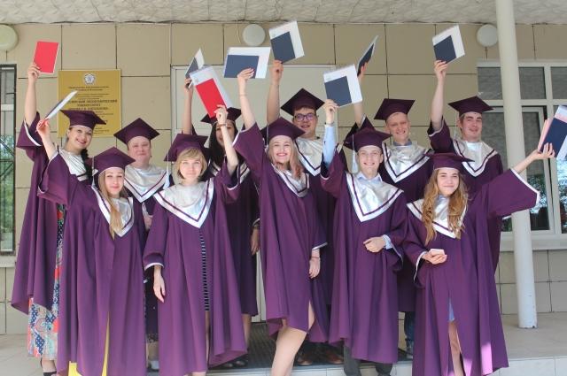 Получив диплом бакалавра, студенты могут продолжить обучение в родном институте по программам магистратуры.
