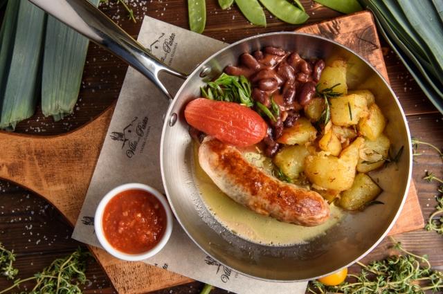 Свиная колбаска с картофелем и фасолью