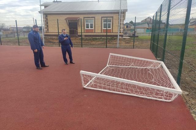 «Ворота вообще никак не были закреплены!» – сделал вывод прокурор Кукморского района Антон Чураков.
