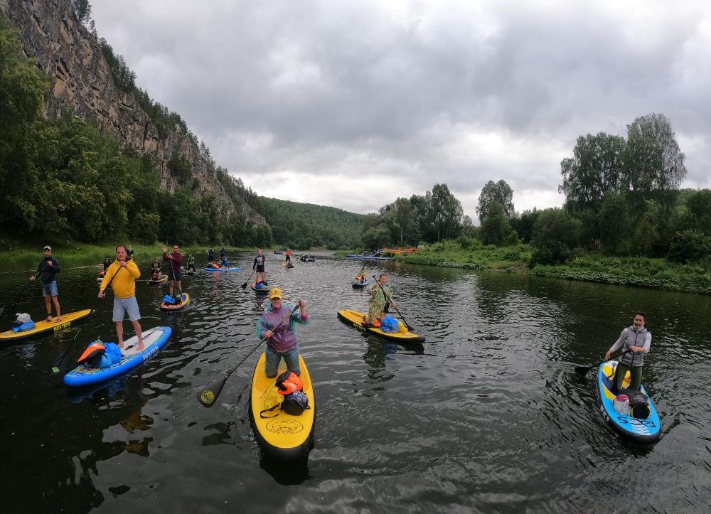 На сапбордах можно отправиться в поход по реке.