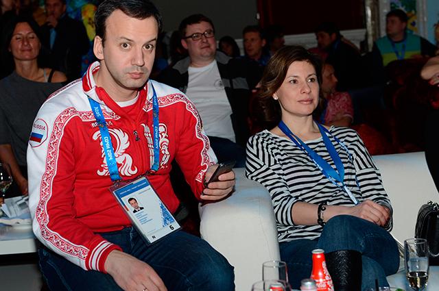 Жена вице-премьера А. Дворковича считает, что её бизнес не компрометирует чиновника.