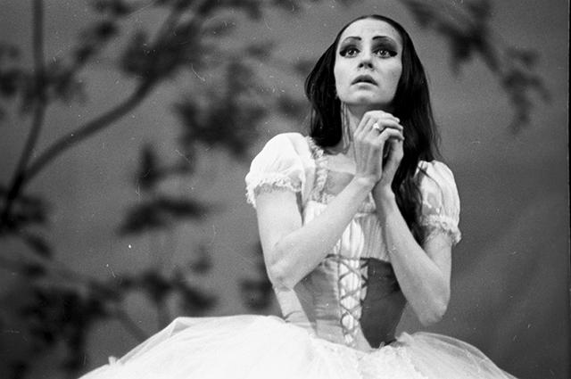 Наталья Бессмертнова в роли Жизель в сцене из балета