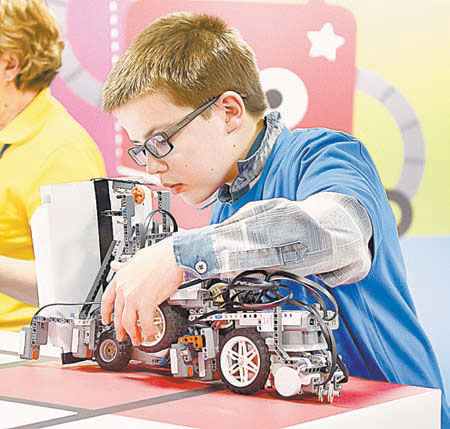 Создать робота - задачка не из лёгких. Но даже пятиклассники справляются.