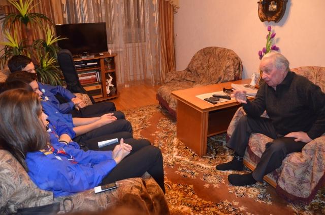 Леонид Иванович любил встречаться со школьниками и студентами.
