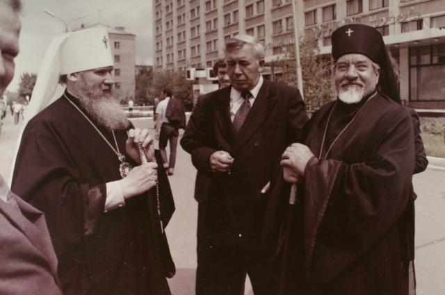Патриарх Алексий (справа) и Владыка Леонтий (слева).