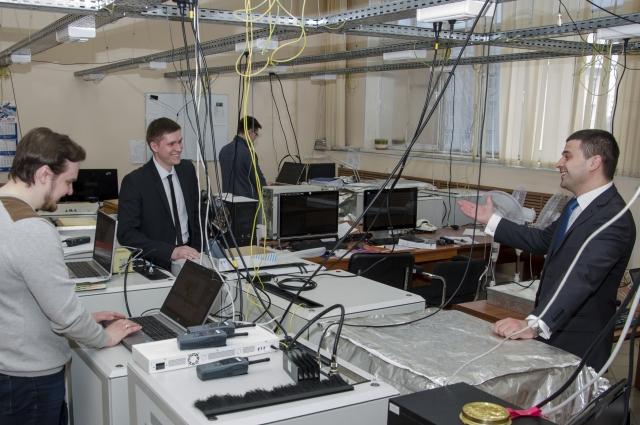 В институте работают 10 докторов и 68 кандидатов наук.