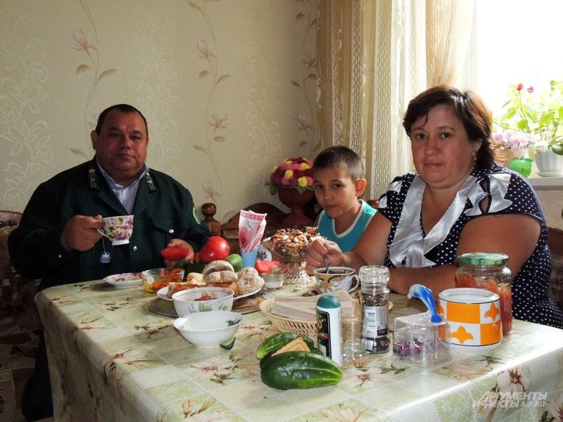 С вкусным обедом дома ждёт семья