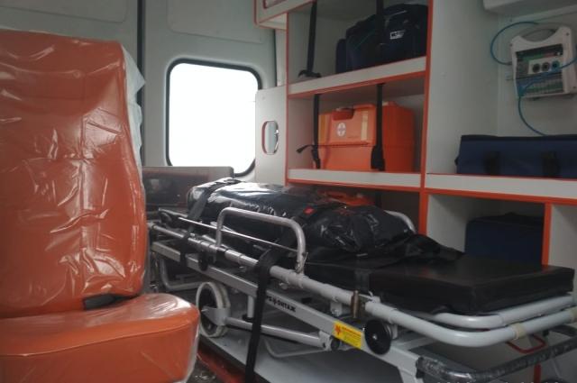 Автомобили скорой помощи оснащены всем необходимым оборудованием.