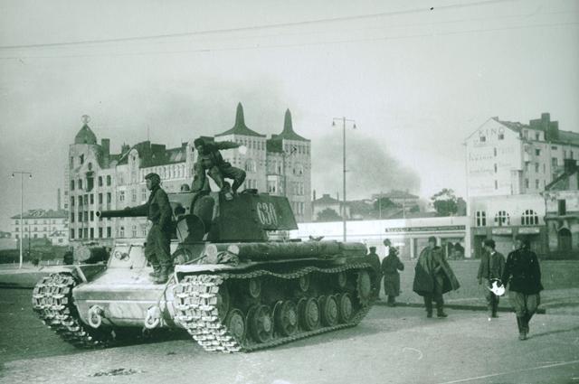 Советские войска в Выборге (Красная площадь), 1944 год.