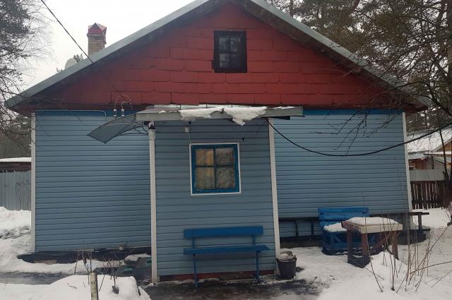 Ветеран больше полувека живет в дощатом доме барачного типа - и без газа.