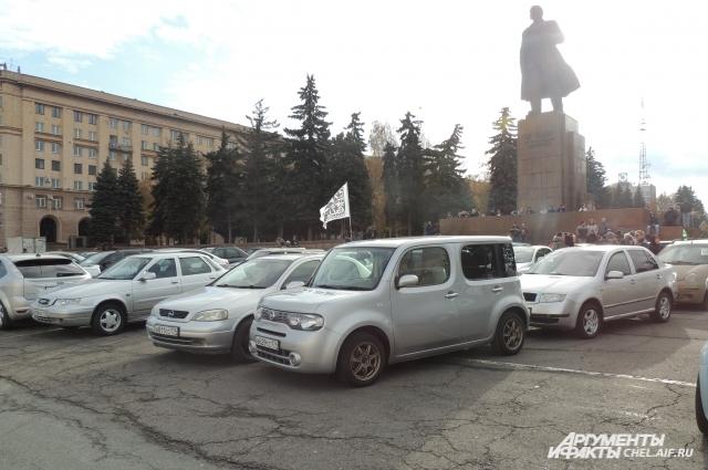 Автомобильный флешмоб у памятника Ленину