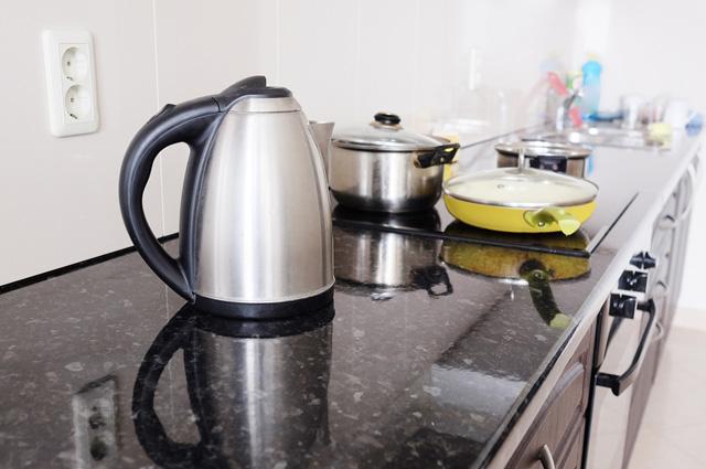 Полезнее пить чай и кофе умеренной температуры, а не горячие.