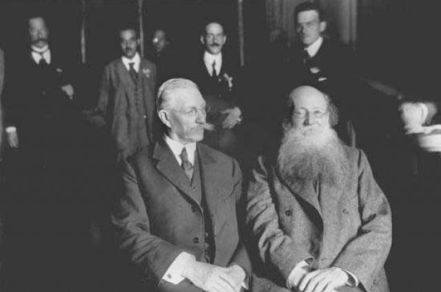Павел Милюков и Пётр Кропоткин — участники Государственного совещания. Москва, 1917.
