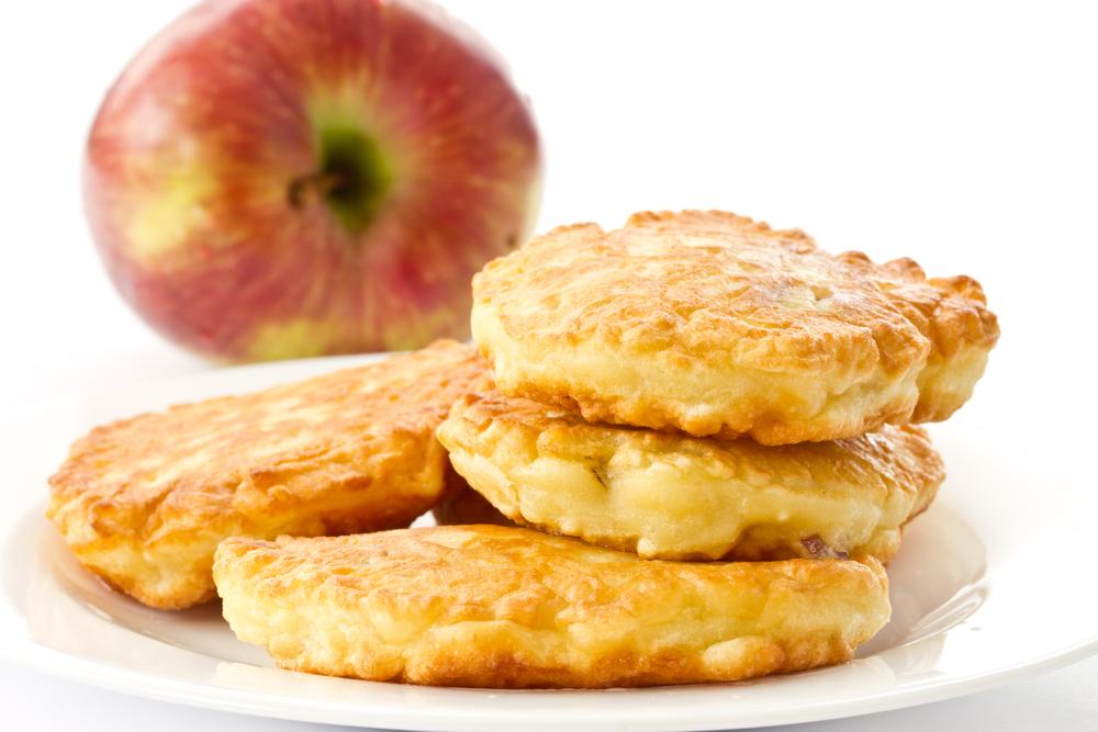 Оладьи с гречневой мукой и яблоками