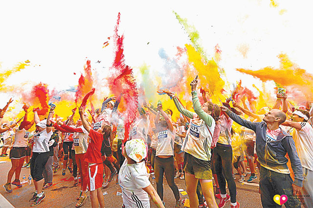 На стадионе проходит «красочный забег». Фото пресс-службы Москомспорта