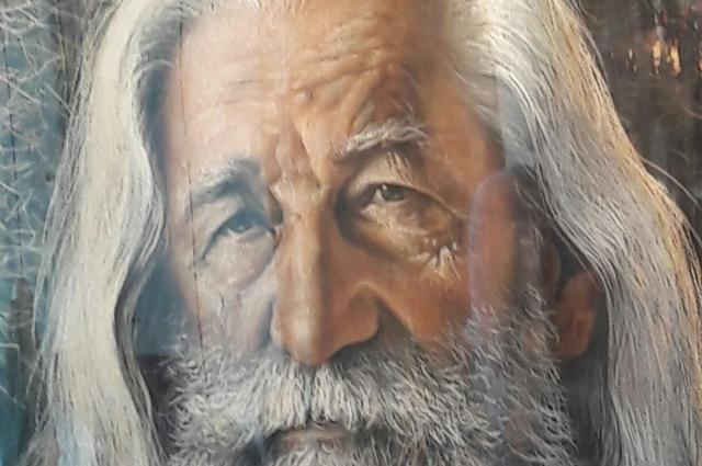 Народный художник Алексей Либеров на триптихе Александра Макарова.