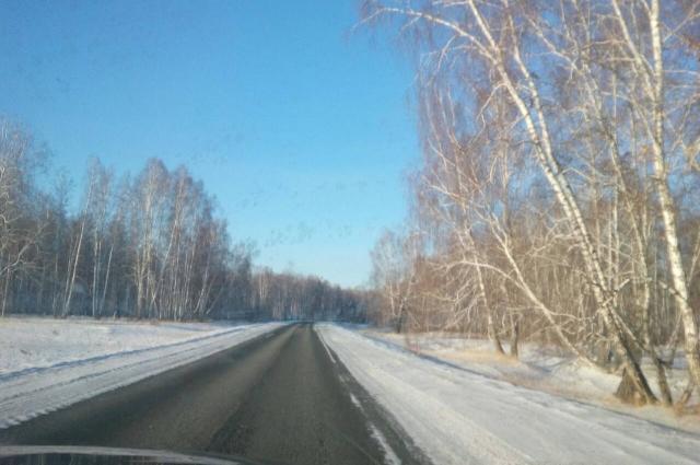 Асфальт заканчивается и через сорок километров по грунтовой дороге появится Бурматово.