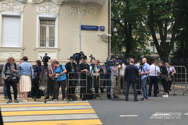 акция в поддержку главного редактора агентства «РИА Новости Украина» Кирилла Вышинского.