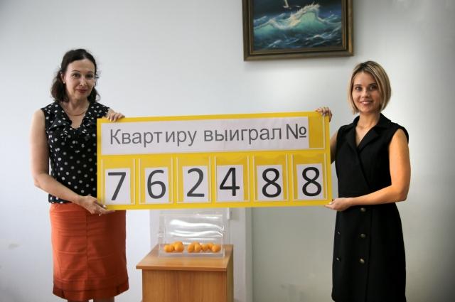 На розыгрыше присутствовали журналисты омских СМИ и представители компании.